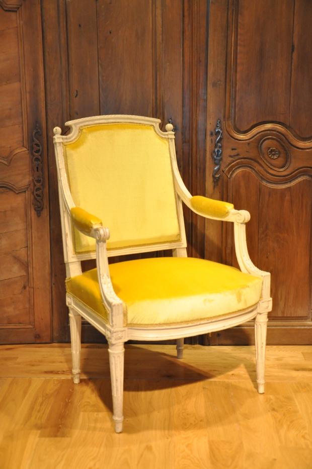 Fauteuil Louis XVI velours